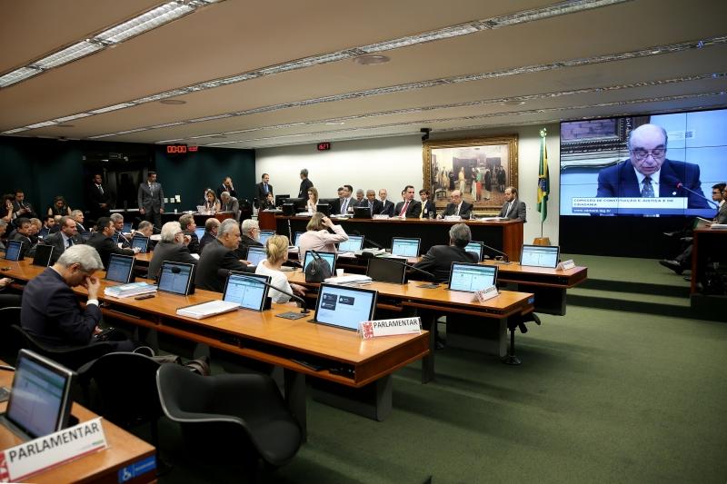 Bonifácio Andrada apresenta na CCJ da Câmara parecer sobre a denúncia contra o presidente