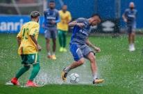 Cícero marca e reservas do Grêmio vencem jogo-treino em Porto Alegre