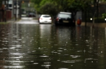 Porto Alegre tem transtornos no trânsito em mais um dia de chuva forte na Capital