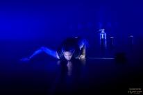 Fusão entre luz e escuridão é tema de espetáculo de dança