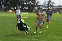 Luan volta a treinar e pode reforçar Grêmio contra o Corinthians