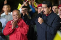 Maduro mostra força, e governo vence em 17 de 23 estados