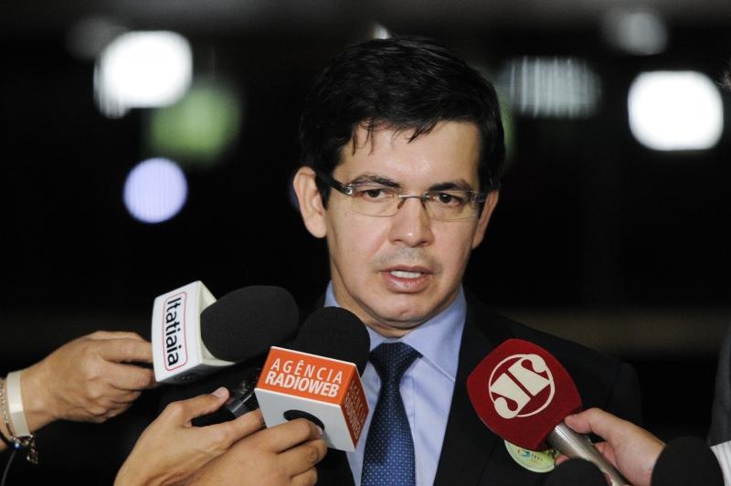 Segundo o parlamentar, as falas de Olavo levantam a possibilidade de ocorrência imediata de vários crimes