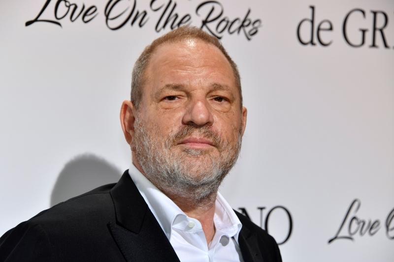 Weinstein nega acusações de sexo não consensual