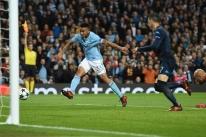 Manchester City bate Napoli e mantém ponta; Bernard faz 2 em vitória do Shakhtar