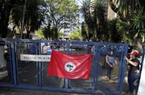 Sem-terra desocupam área do Incra em Porto Alegre