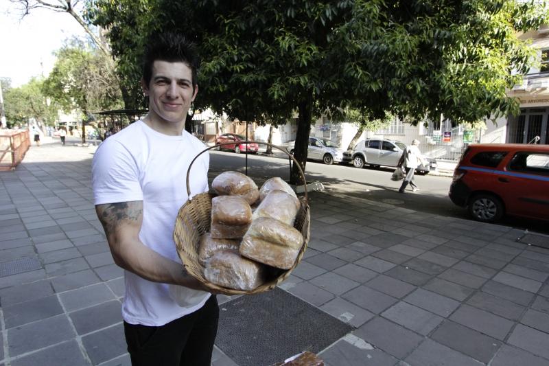 Anderson vende seus produtos pelas ruas da cidade, mas a intenção é abrir um ponto físico em breve