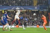 Em jogo emocionante, Chelsea empata com a Roma por 3 a 3 e segue líder de grupo