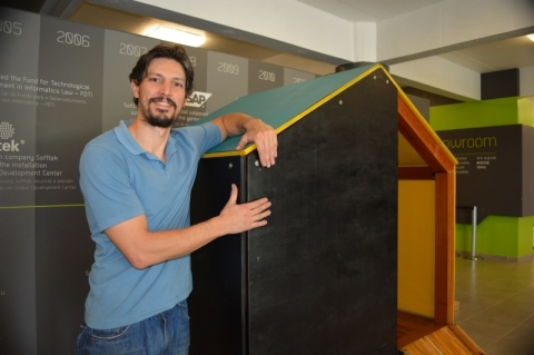 Arquiteto desenvolve playground para montar