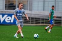 Grêmio diz que Arthur fica até dezembro e espera nova oferta do Barcelona