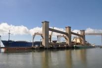 Calado no limite afeta operações no porto de Rio Grande