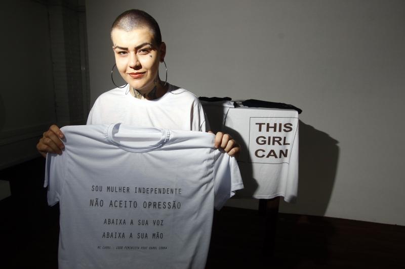 Amanda Steinhaus passou três anos desempregada, até que criou a marca própria de camisetas