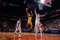 Lonzo Ball brilha e Lakers bate o Suns na NBA; Warriors vence a primeira