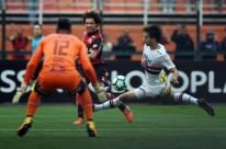 São Paulo vence Flamengo e se distancia da zona de rebaixamento