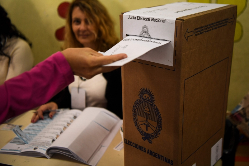 Votação serve como uma pesquisa para definir os principais concorrentes às eleições em outubro