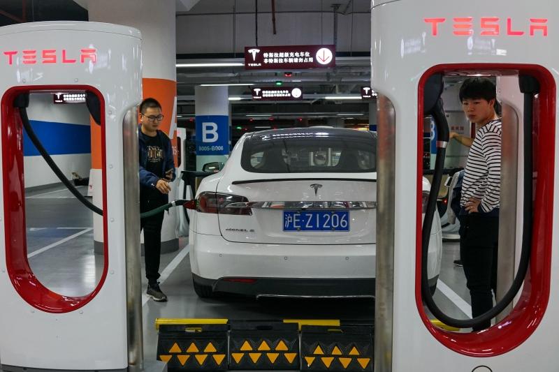 Até 2030, o mundo terá em circulação 140 milhões de veículos movidos à energia elétrica; a China representa a metade desse mercado