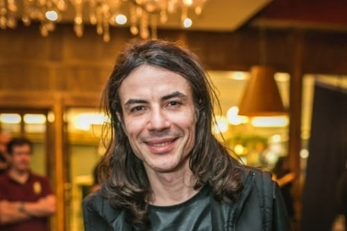 Músico apresenta o projeto Rock Guitar Legends, com releituras dos trabalhos de outros artistas