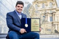 Claudio Cupertino leva prêmio de arte contemporânea na França