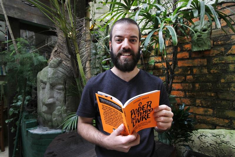 """GeraçãoE Entrevista com o empreendedor Luciano Braga, autor de """"O Poder do tempo livre"""", livro a ser lançado em novembro."""