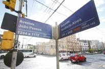 Prefeitura de Porto Alegre lança edital para concessão das placas de rua