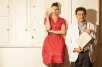 História de amor dos anos 1960 é retratada em peça no Theatro São Pedro