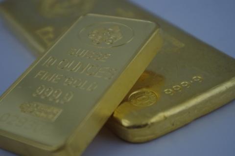Ouro fecha em alta com busca por segurança impulsionada por impasse de Hong Kong
