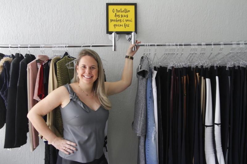 Marianna Velho comercializa roupas pelo Instagram Closet by Mari Velho e agora abriu um estoque na avenida Anita Garibaldi, na Capital
