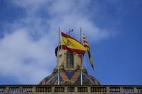 Com publicação de medidas, Madri toma controle formal da Catalunha