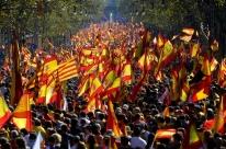 Milhares vão às ruas de Barcelona contra a independência catalã