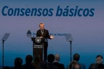 Animado com vitória eleitoral, Macri anuncia pacote de reformas polêmicas