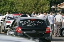 Motoristas de aplicativos fazem protesto em Porto Alegre