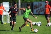 Leandro Damião faz tratamento e é dúvida no Inter para encarar o CRB