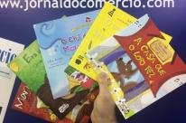 Jornal do Comércio e Editora Cassol distribuem livros para leitores na Feira do Livro