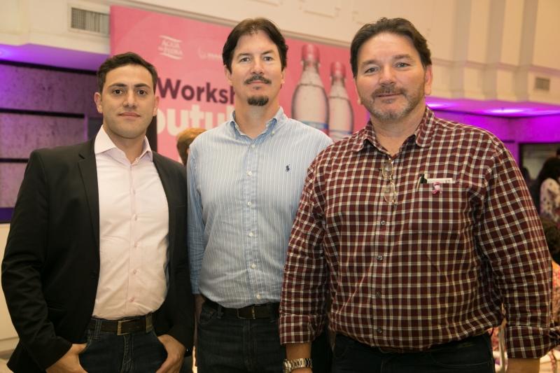 Fotolegenda Julio Nascimento, Fernando Schneider e João Carlos Miranda, lideranças da Fruki, em evento do Outubro Rosa