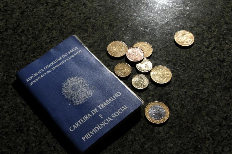 Brasil tem 12,7 milhões de desempregados maior número desde 2012