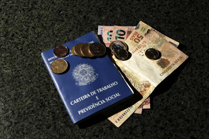 Trabalhadores cadastrados no PIS entre 1971 e 4 de outubro de 1988 podem resgatar o dinheiro