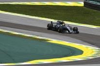 Hamilton volta a ser o mais rápido no segundo treino livre em Interlagos