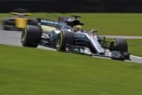 Líder dos treinos no Brasil, Hamilton prevê chance de melhora mesmo após recorde