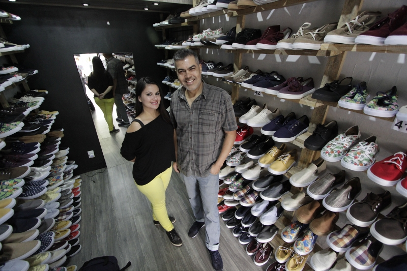 Mário e Indiara na unidade inaugurada em novembro, na Cidade Baixa