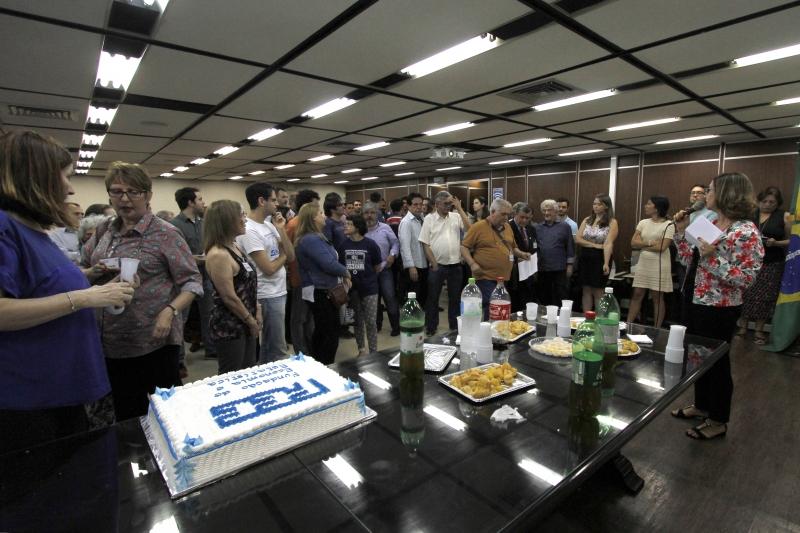 """Comemoração dos 44 anos da FEE teve """"Fora Sartori"""" e virou ato em defesa da fundação gaúcha"""
