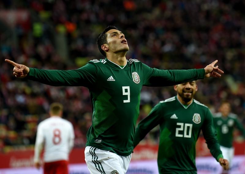 Raul Jimenez comemora o único tento da partida