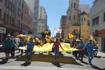 Professores protestam na Capital e pedem nova mesa de negociação com o Estado