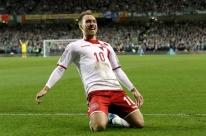 Dinamarca vira sobre a Irlanda fora de casa, goleia e vai à Copa pela quinta vez