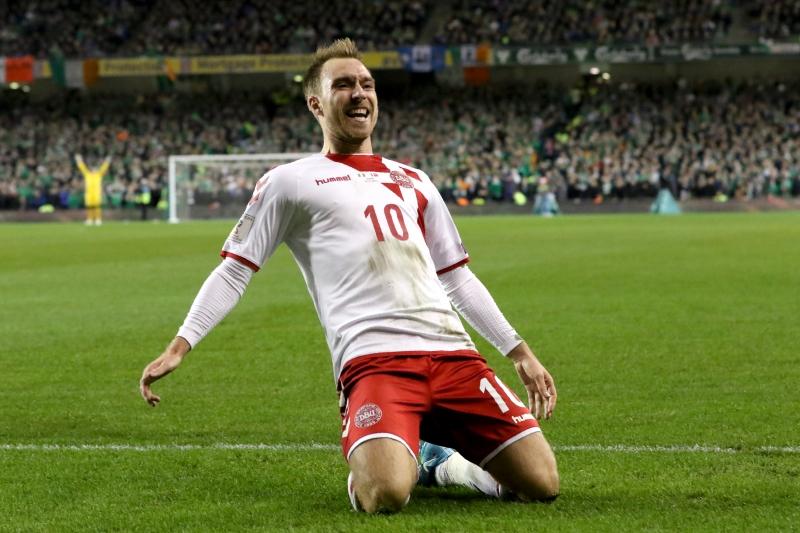 Christian Eriksen comemora um dos cinco tentos dinamarqueses contra a meta irlandesa