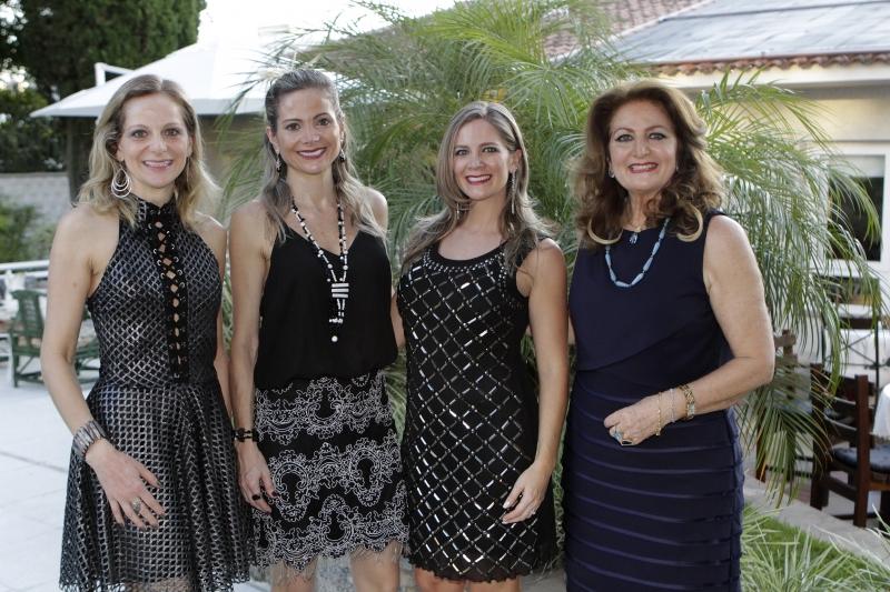 Tatiane, Débora e Priscila coma mãe e aniversariante, Cristina Piccoli