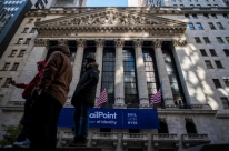 Bolsas de Nova Iorque fecham mistas, com tensões comerciais e postura de BCs
