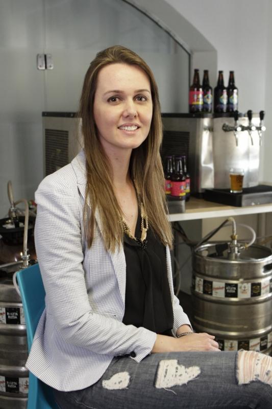 Fernanda Meybom vive de avaliar cervejas
