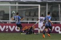 Com foco na final da Libertadores, Grêmio perde para o Santos