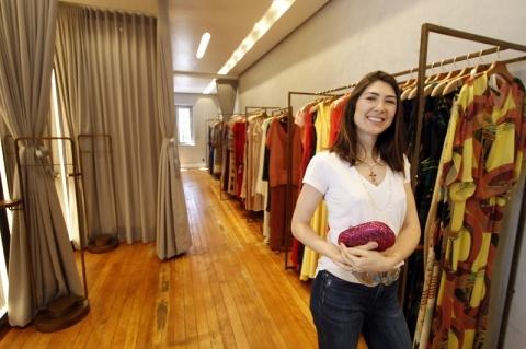 Loiane pesquisou 150 marcas brasileiras até optar pelas que integram seu estoque, no Moinhos de Vento