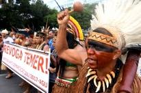 Índios fazem ato contra regras de demarcação